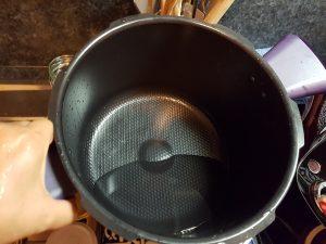 Cuve avec un peu d'eau dans le fond
